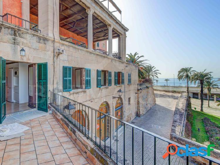 Piso reformado con terraza, vistas al mar y a la catedral,