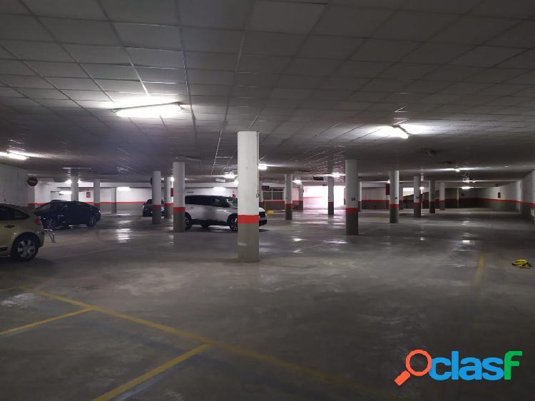 Plaza garaje subterránea cerca de playa Levante y Plaza