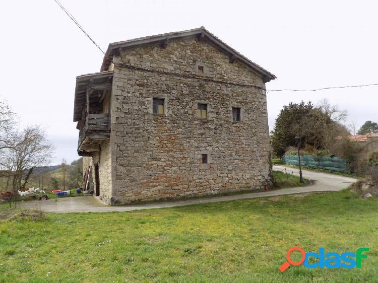 Preciosa Casa de piedra y madera
