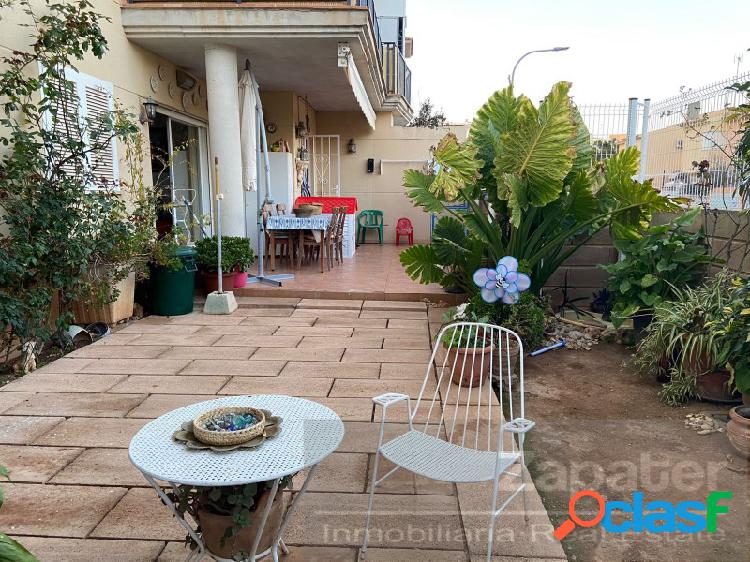 Preciosa planta baja con gran patio privado y piscina con
