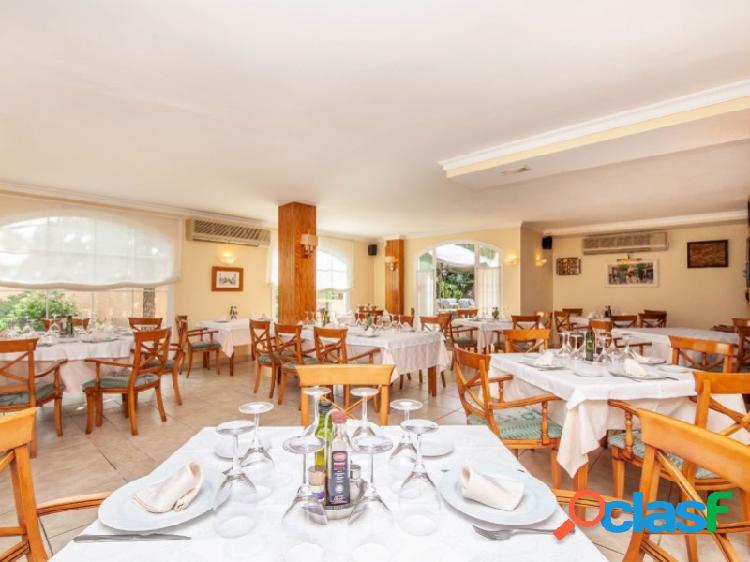 Restaurante de 110 m2 con varias terrazas y jardín en la