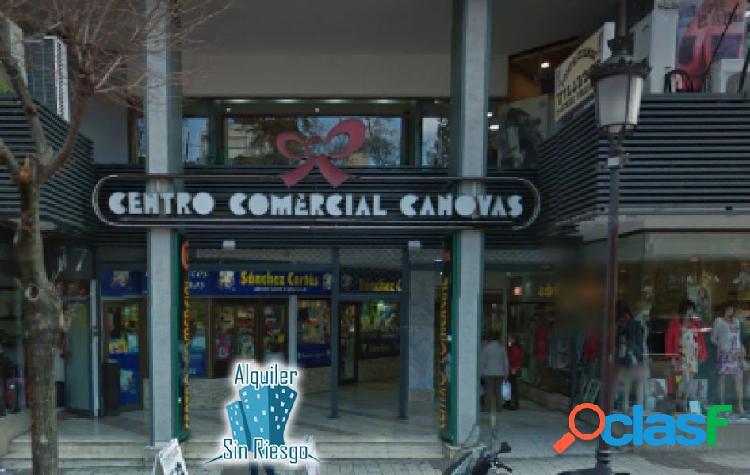 Se alquila local en Centro Comercial Canovas