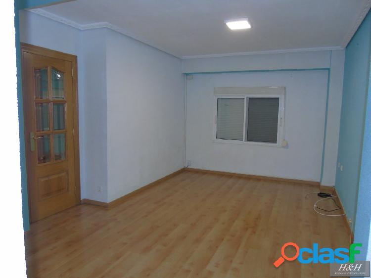 Se alquila piso en Zona Campus. / HH Asesores, Inmobiliaria