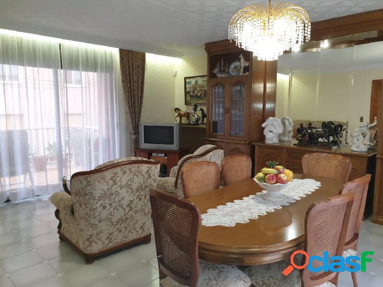Se vende casa con local comercial en Figueres
