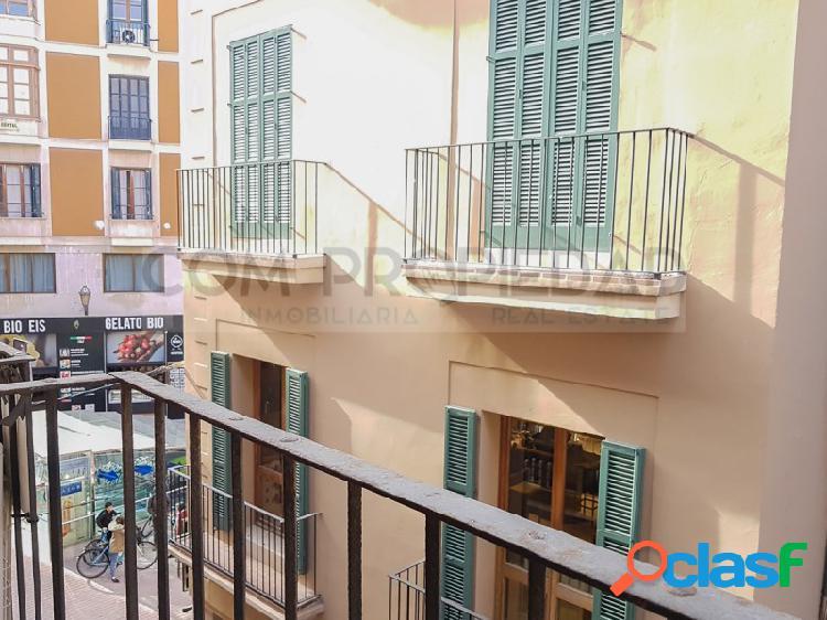 Segundo piso recién renovado con terraza 15 m2 y 2 hab. en