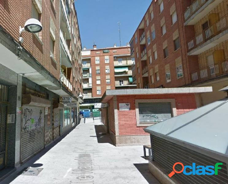 Urbis te ofrece un local comercial en alquiler en zona San