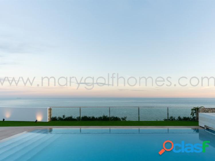 Villa de Estilo Mediterráneo en Venta con Vistas al Mar y
