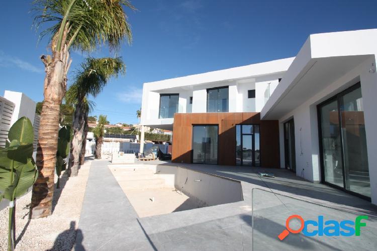 Villa de obra nueva de estilo moderno en venta en Calpe a