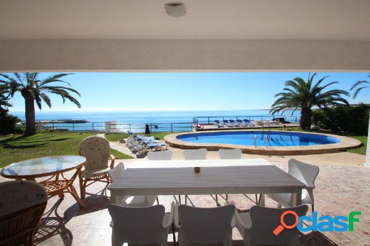 Villa en Cabo Roig en primera linea de la playa