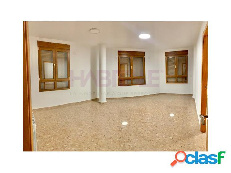 estupendo piso a estrenar sin muebles, calefacción central,