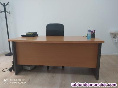 Vendo Mesa y armario de oficina