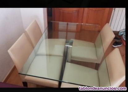 Mesa Cattelan Italia y cuatro sillas Andreu World
