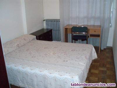 León, se alquila habitación chica estudiante.