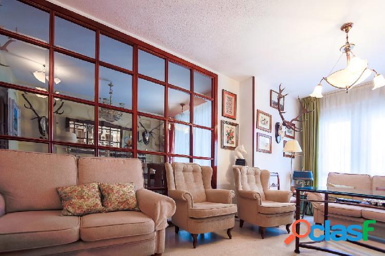 Amplia vivienda de 4 dormitorios entre Colón y Santa Marina
