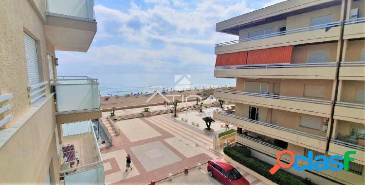 Amplio apartamento con fantásticas vistas al mar situado en