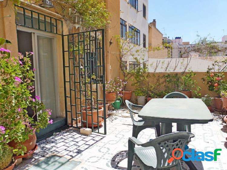 Amplio piso con 4 dormitorios y terraza en planta -
