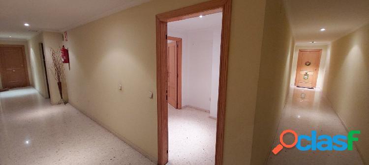 Amplio piso de 4 habitaciones en el centro de Bétera
