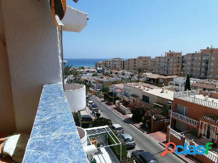Apartamento a 400 metros de la playa con piscinas