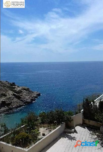 Apartamento con impresionantes vistas al mar ubicado en