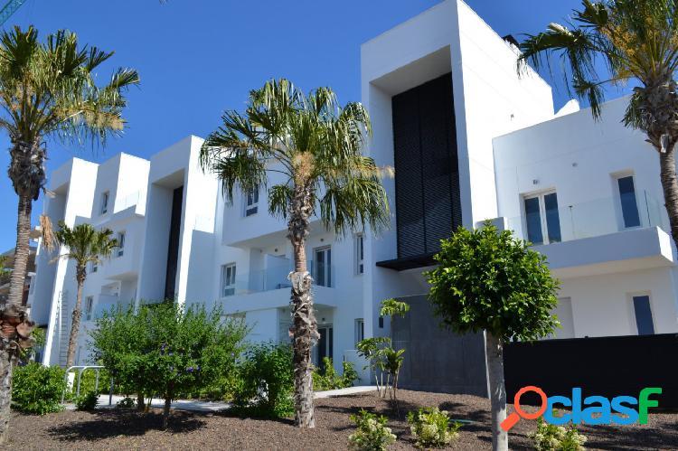 Apartamento con jardin cerca del mar en Punta Prima