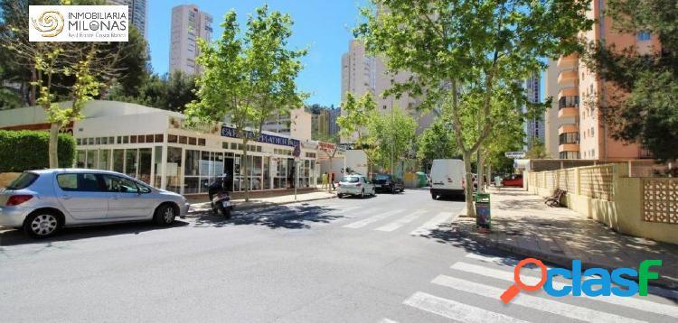 Apartamento de esquina en urbanización con piscina y