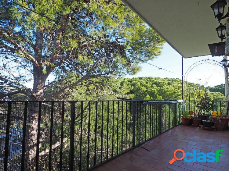 Apartamento reformado con terraza situado en Riells de Dalt
