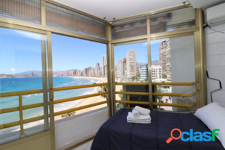 Apartamento reformado primera línea de playa levante