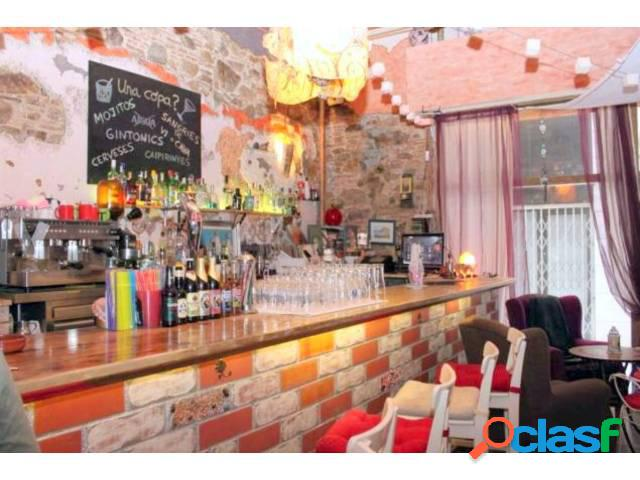 Bar-restaurante en traspaso o alquiler al centro de Blanes