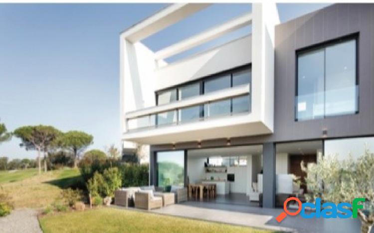 Bonita casa de diseño contemporáneo en el prestigioso PGA