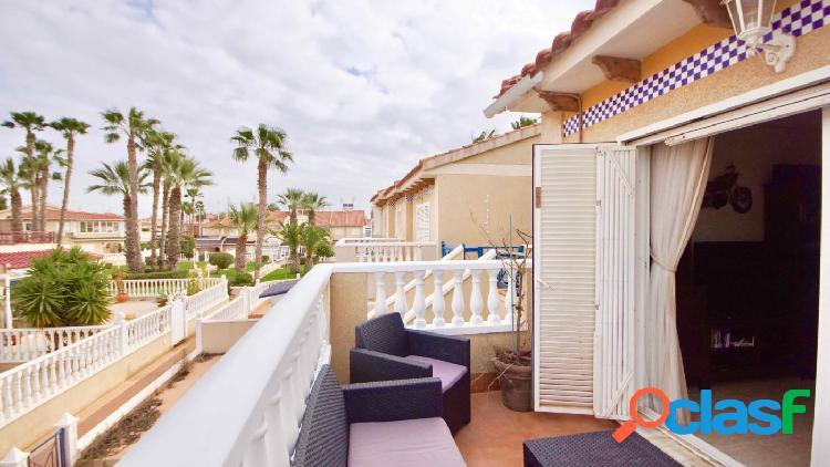 Bonito apartamento con terraza en Urb. Zeniamar II