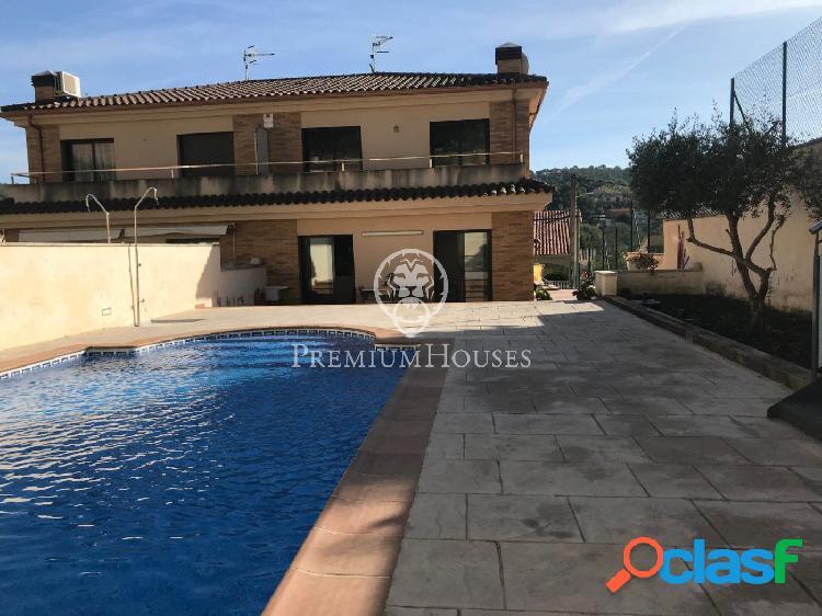 Casa Semipareada con jardín y piscina en venta en Calafell