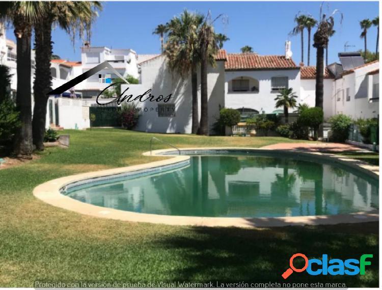 Casa adosada de 3 dormitorios en venta en Bel Air, Estepona