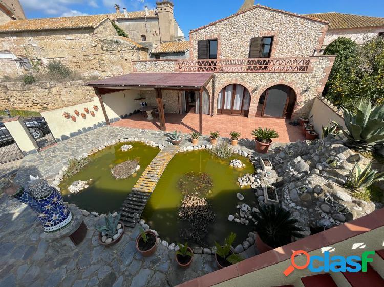 Casa con gran jardín, piscinas y preciosas vistas