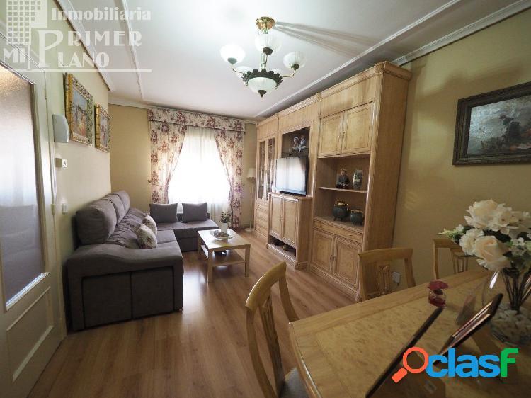 Casa de 2 plantas, de 3 dormitorios, baño, aseo y garaje