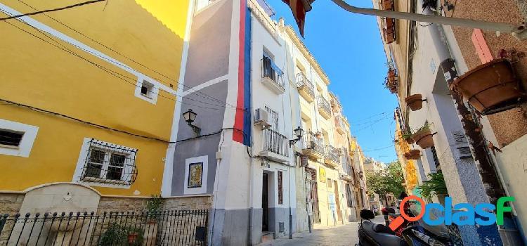 Casa de 4 plantas en el casco antiguo de Alicante con