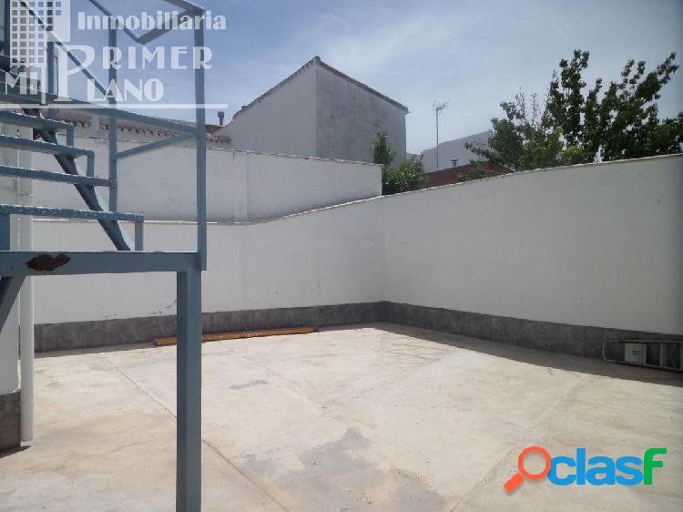 *Casa de dos plantas para entrar a vivir con cochera y patio