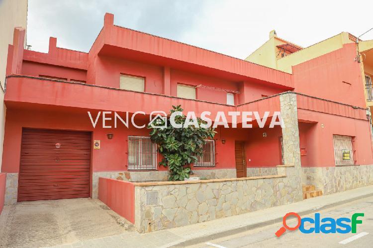 Casa en venta a 5 minutos del centro del pueblo de Torroella