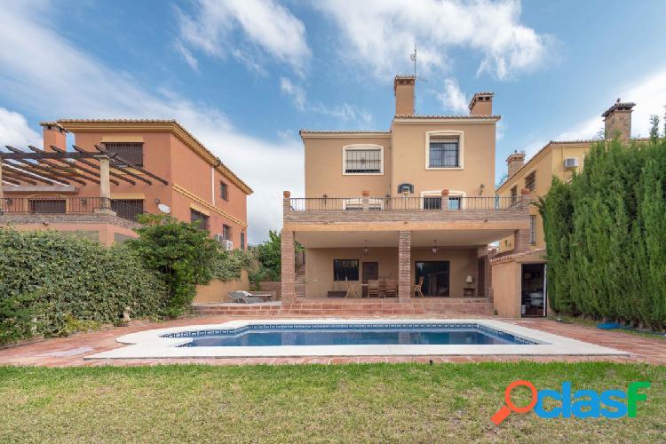Casa o Chalet independiente con piscina propia en venta en