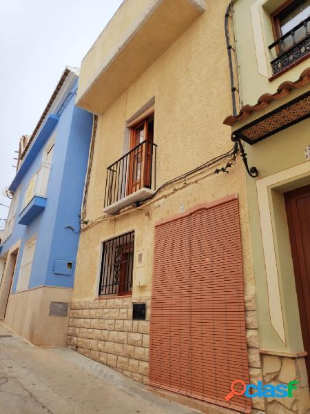 Casa urbana en Pedralba situada en zona centro junto a la