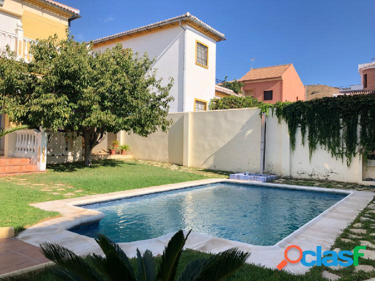 Chalet con piscina en Urbanización El Molino