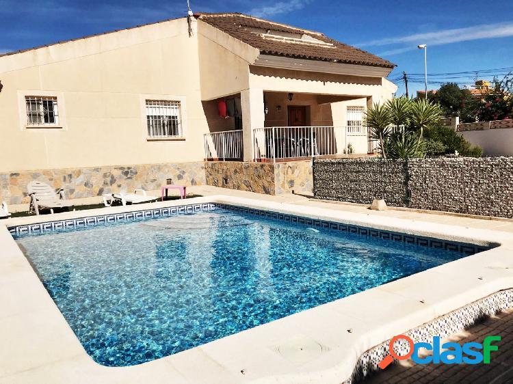 Chalet independiente con piscina en San Vicente del Raspeig