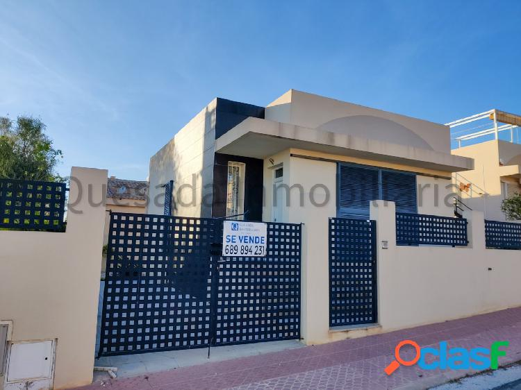 Chalet independiente en Ciudad Quesada con 3 dormitorios, 2