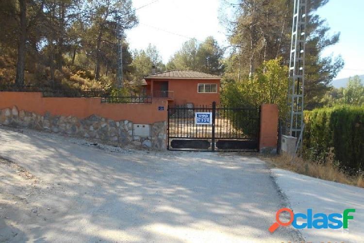 Chalet situado en la Urbanización El Sargento, muy próximo