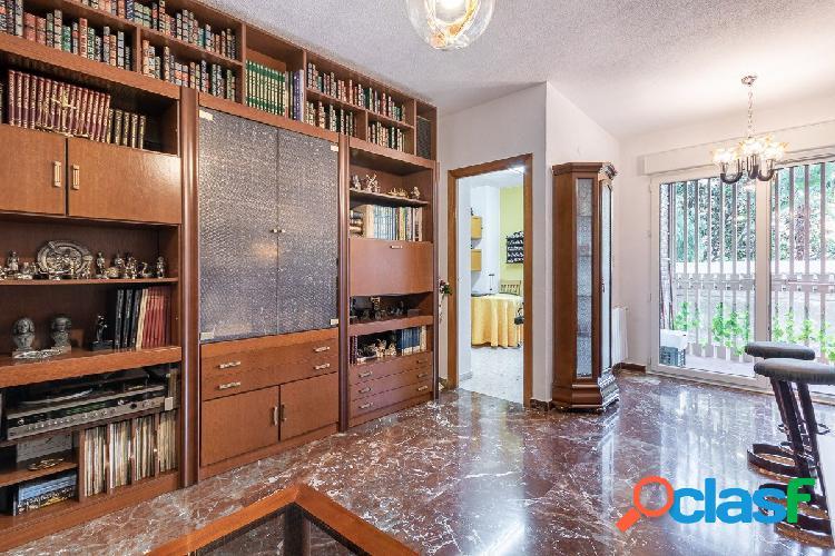 EXCELENTE piso junto PLAZA DE GRACIA.