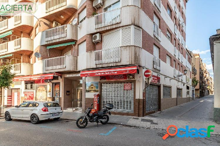 EXCELENTE piso junto PLAZA DE GRACIA, con DOS PLAZAS DE