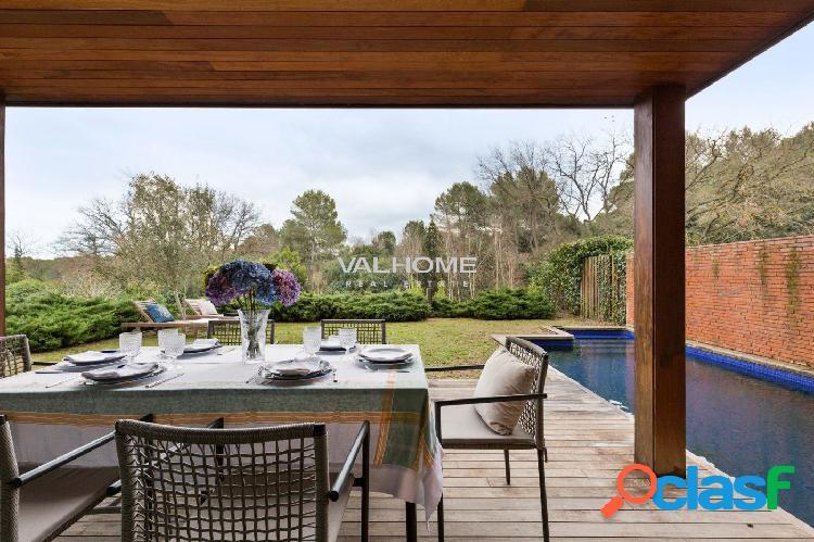 Elegante villa con piscina y gran jardín en venta en Sant