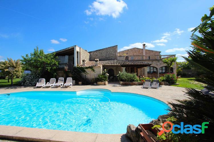 Encantadora casa de campo con piscina y licencia vacacional