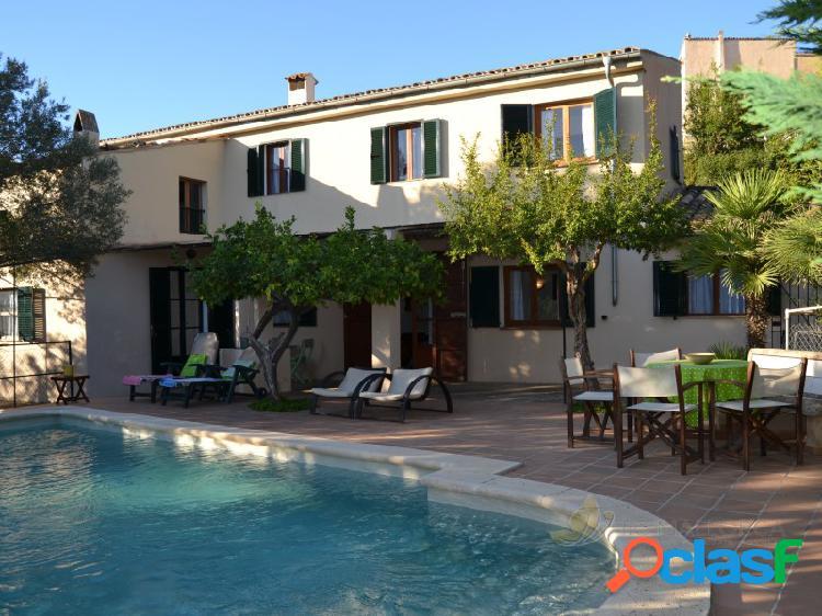 Encantadora casa de pueblo con piscina y en un solar de casi