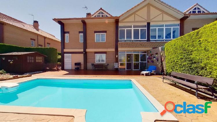 Espectacular chalet con piscina