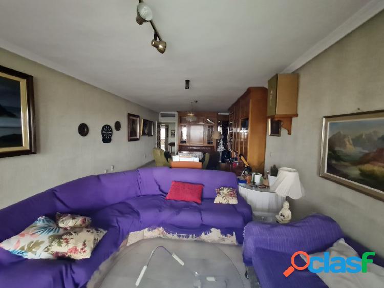 Estupendo piso de 139 m², situado en muy buena zona del